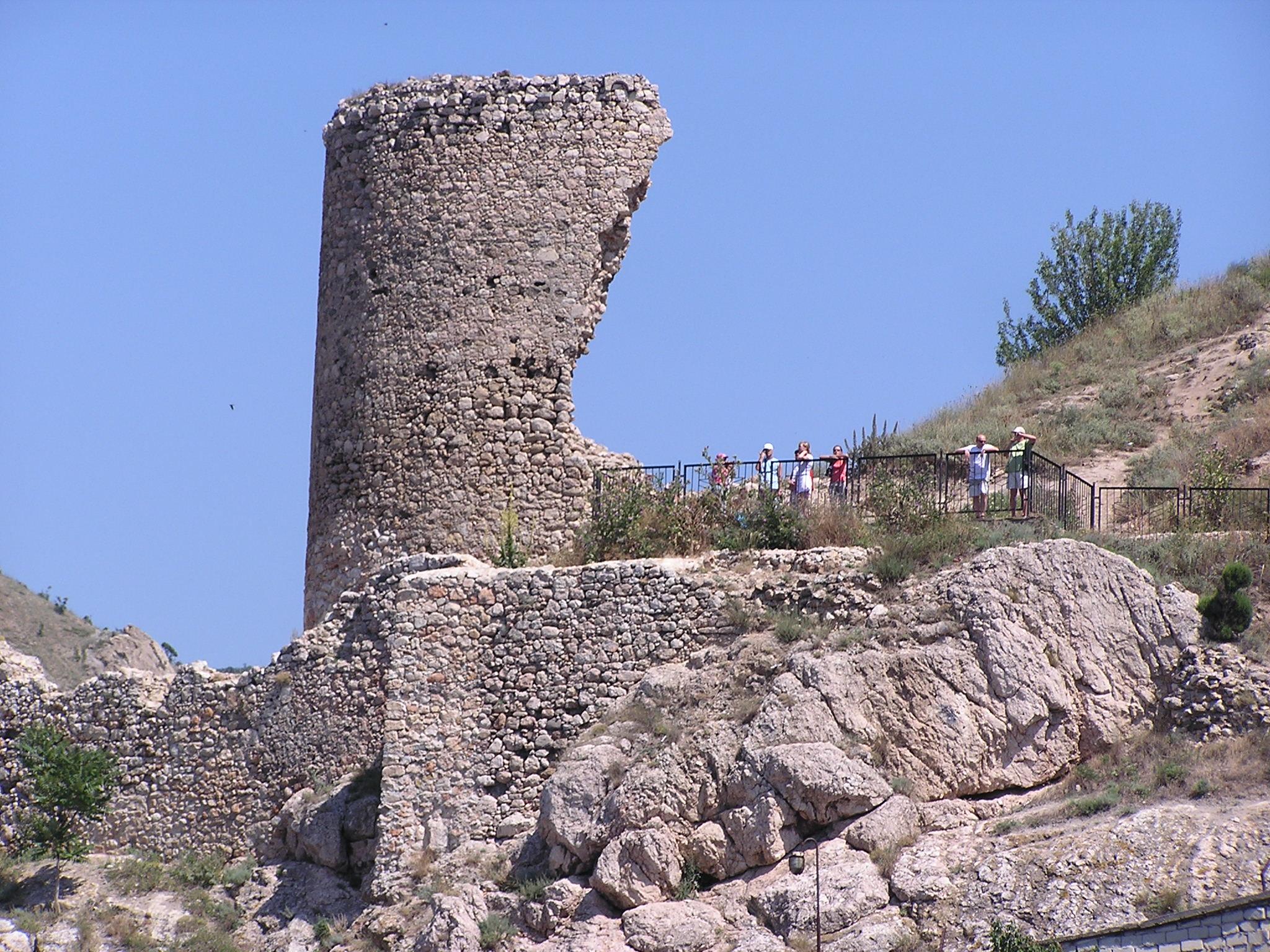 Остатки крепости Чембало в Балаклаве