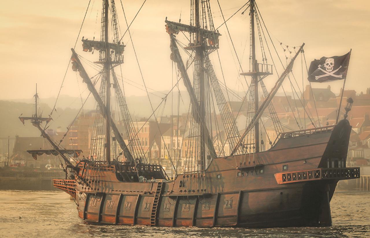 пираты черного моря, судно с пиратским флагом