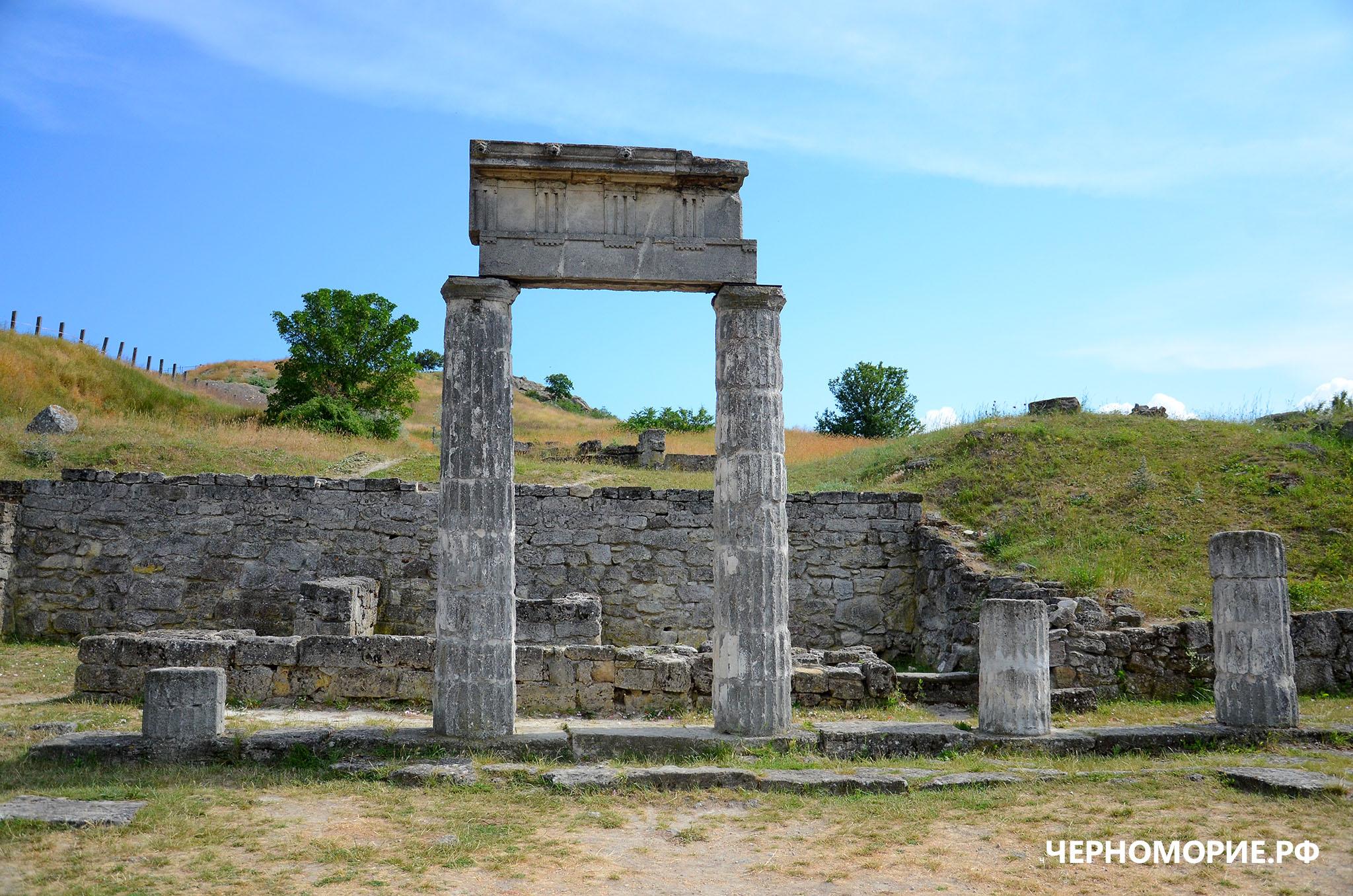 Древние руины Пантикапея в Керчи