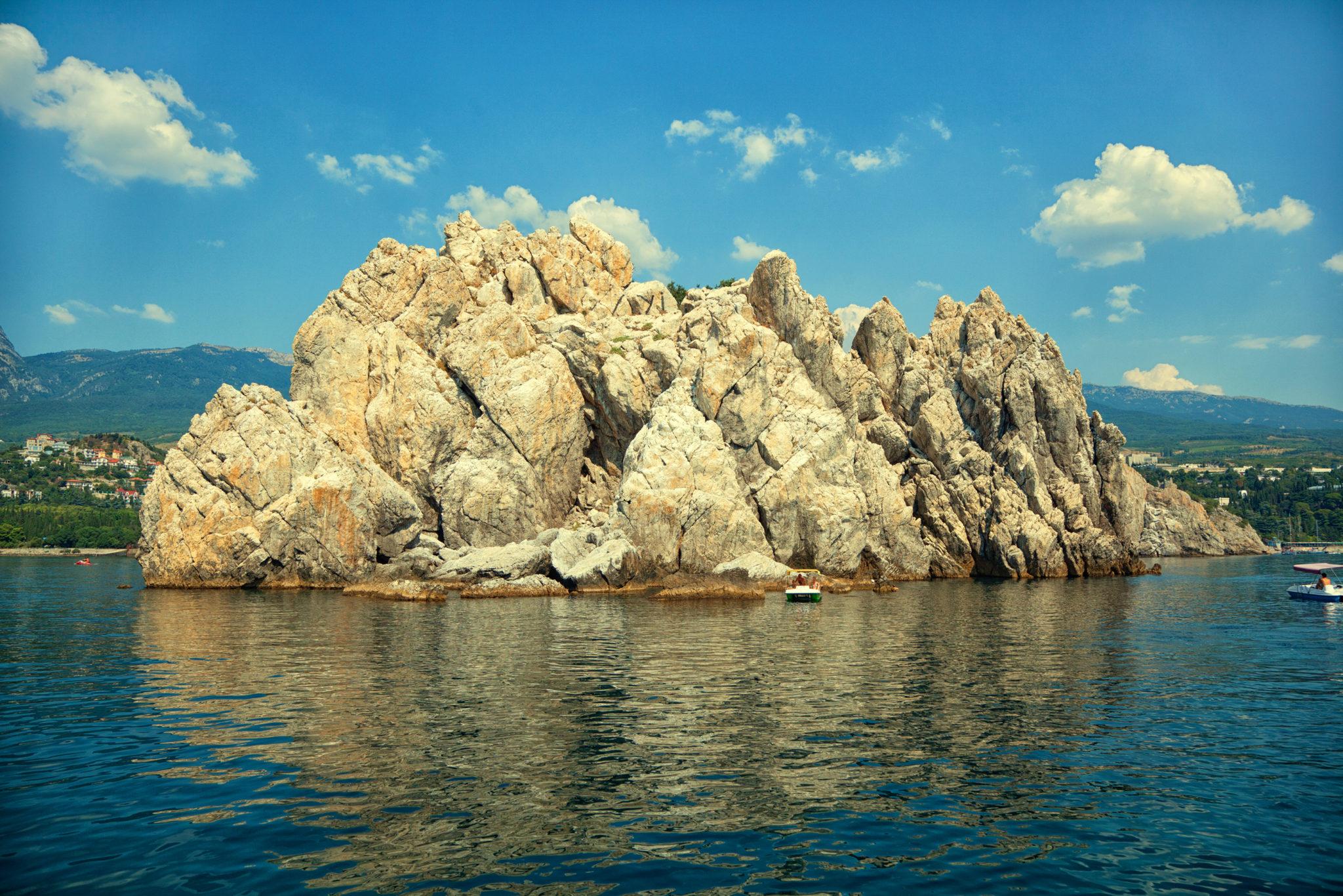 Достопримечательности Гурзуфа, Адалары в море