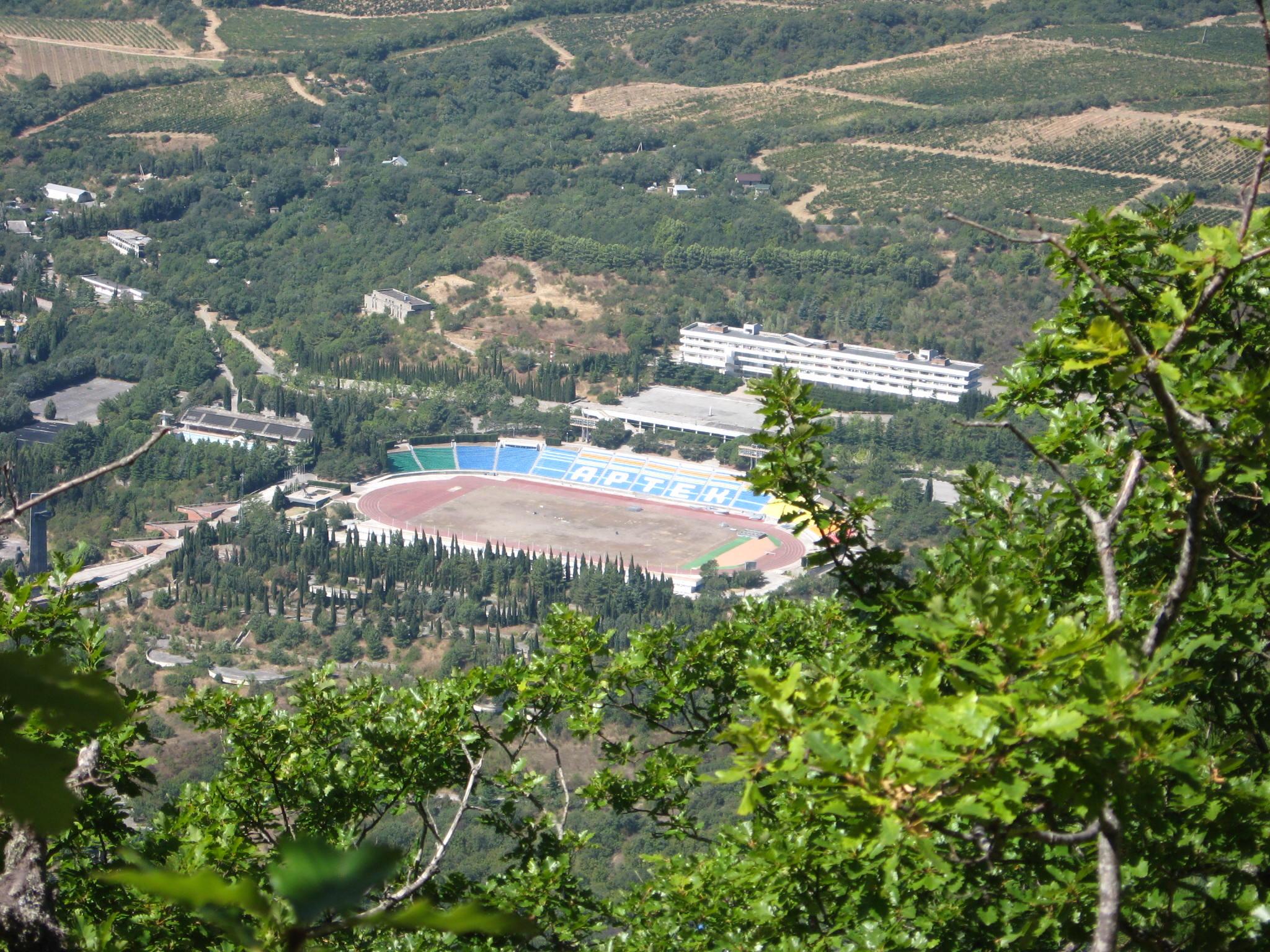 Достопримечательности Гурзуфа. Вид на лагерь Артек с горы - медведь в Гурзуфе