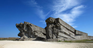 Аджимушкайские каменоломни, монумент