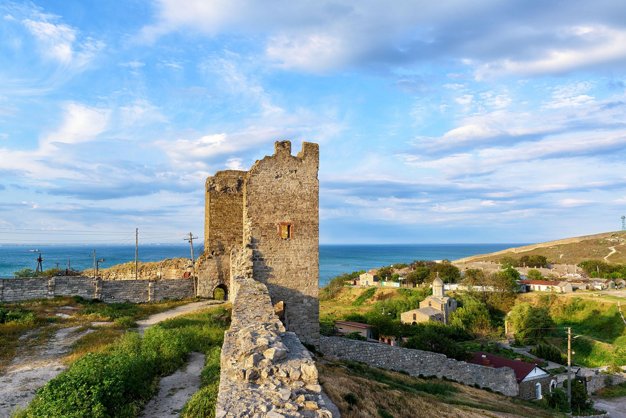 Крепость Кафа в Феодосии, башни