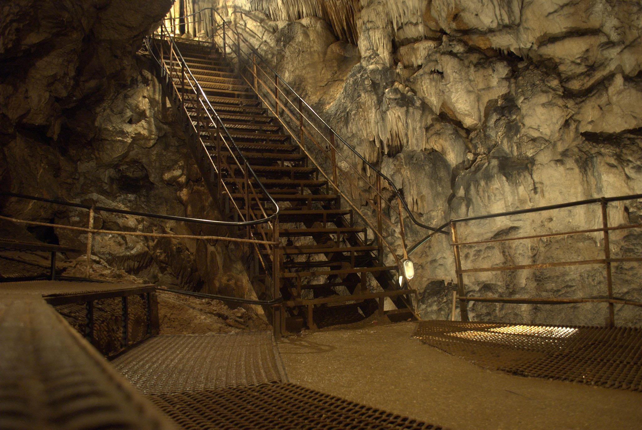 Большая Азишская пещера, входная лестница