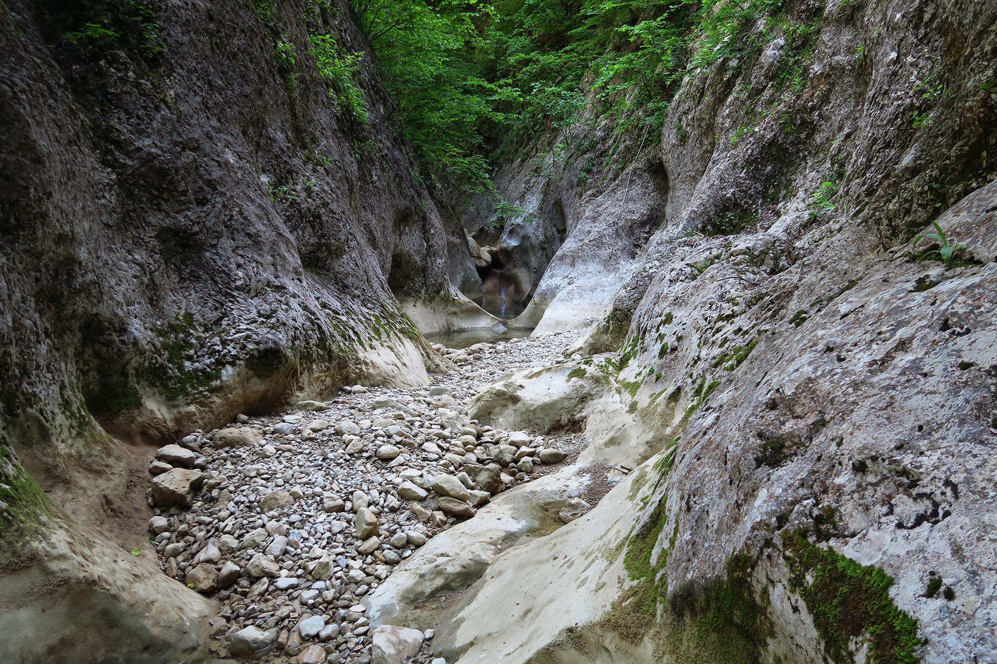 На дне большого крымского каньона