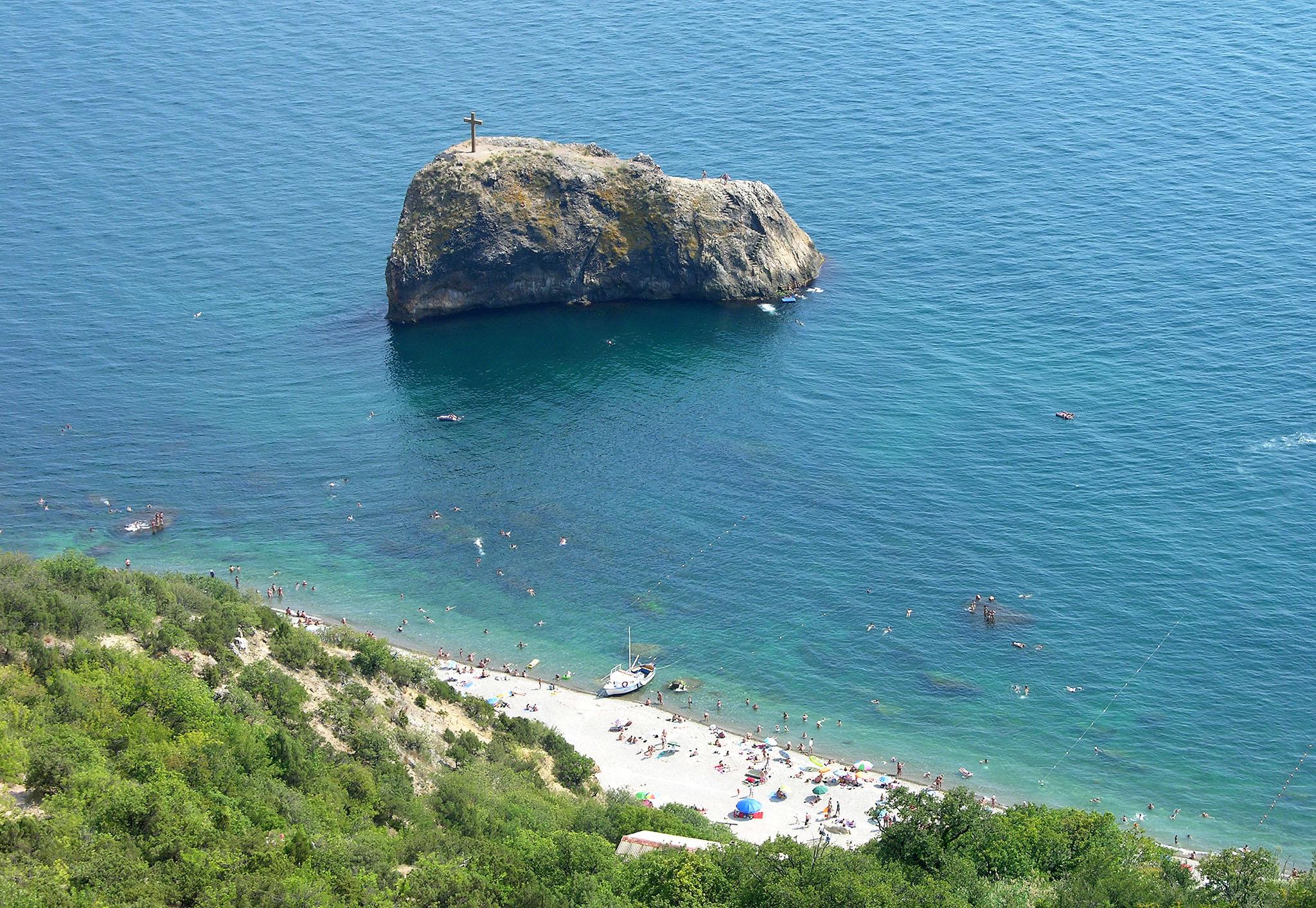 Яшмовый пляж возле Георгиевской скалы