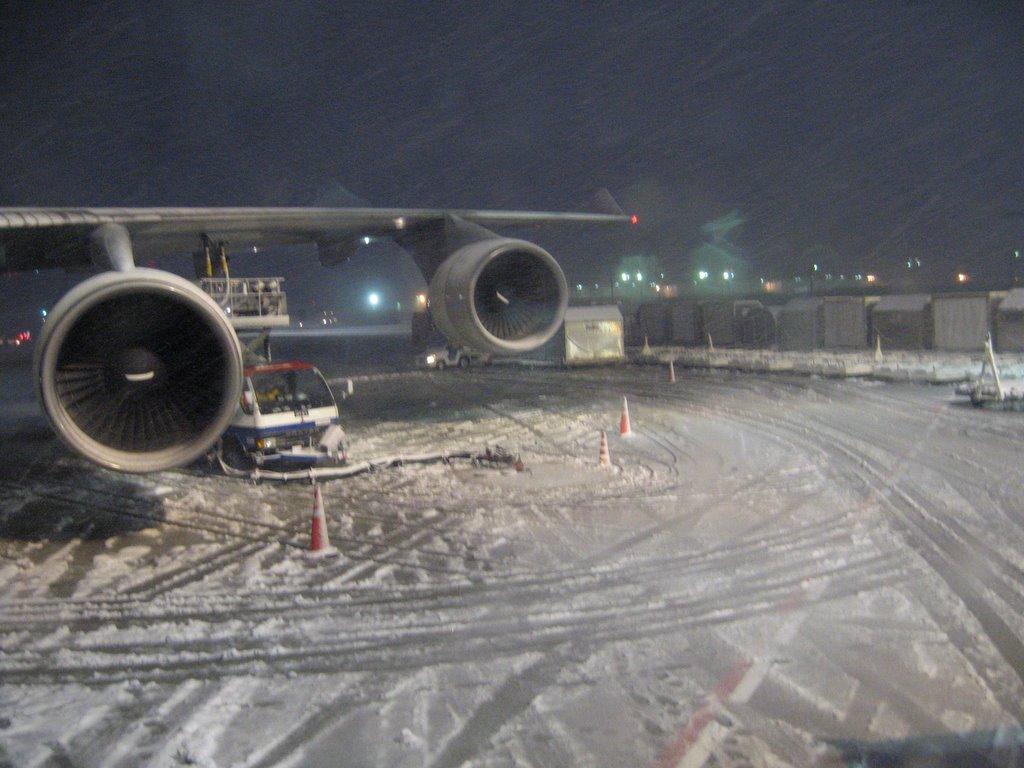 Из-за снегопада в Токио отменили уже свыше 100 рейсов