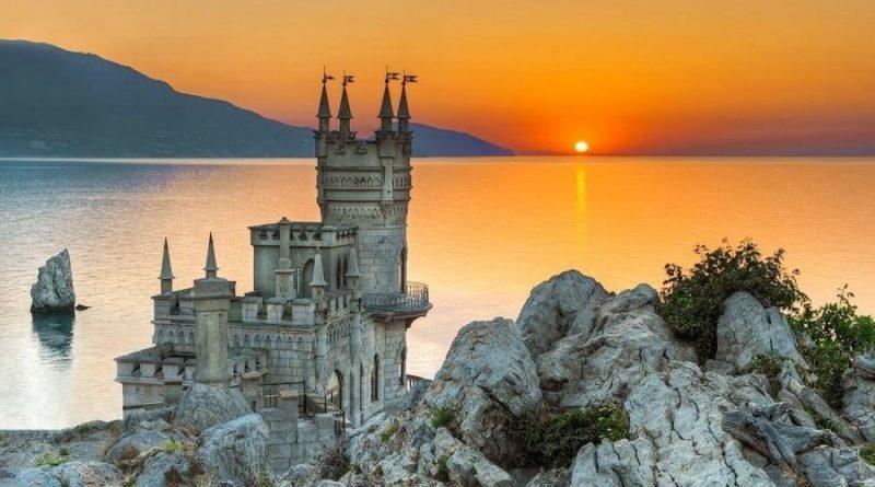 Когда и где выгоднее всего отдыхать в Крыму