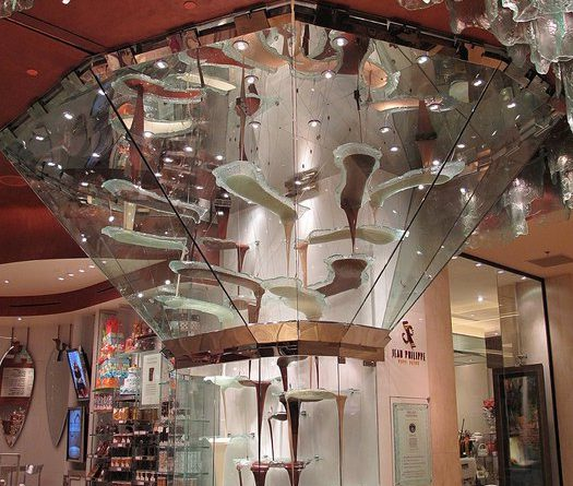 Где находится самый большой в мире шоколадный фонтан